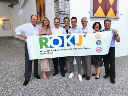 Rotary District Governors 2018/19 und ROKJ-Taufpate Roland Wunderlin mit dem ROKJ-Team Solothurn (v.l.): Regula Rütti, Franco Zambrino, Claudia Späti, Patric Howald, Lukas Stuber, Christine Davatz, Markus Juchli, Matthias Reitze (abwesend)