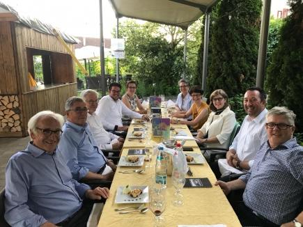 Beim Abendmeeting zu Ehren von PDG Claudia Grander Barbieri im Garten des Klosters Dornach.